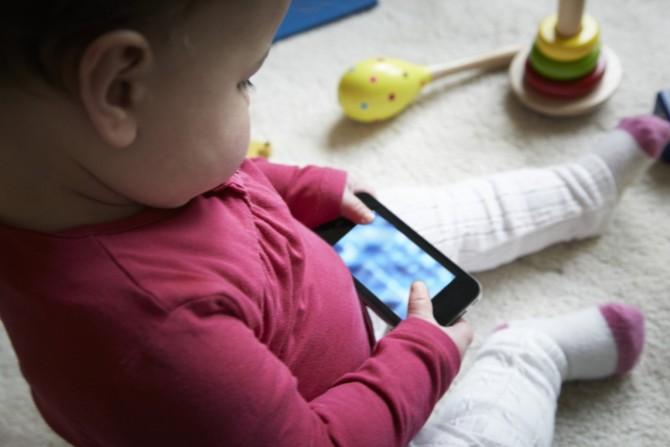 Um terço dos bebês usa smartphone antes de andar!